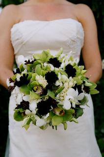black and white wedding flowers